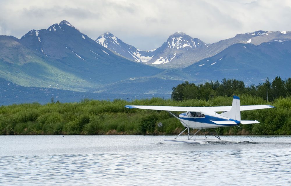 Alaskan bush plane for Alaskan fly-in fishing lodge